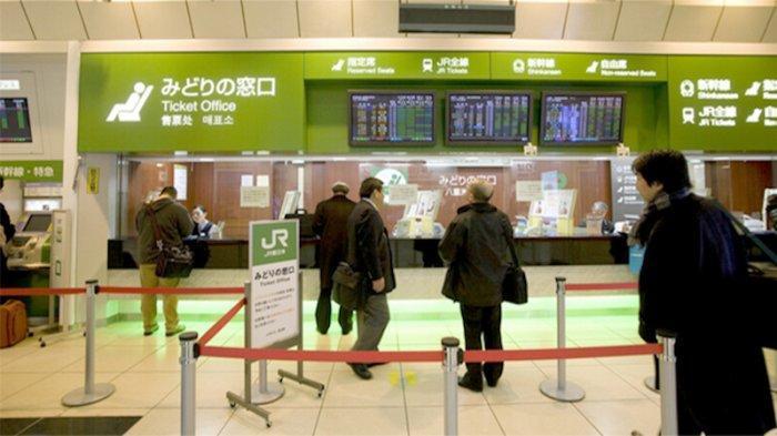 Loket Ramah Lingkungan Stasiun Kereta Api JR Jepang Akan Berkurang Jadi 70