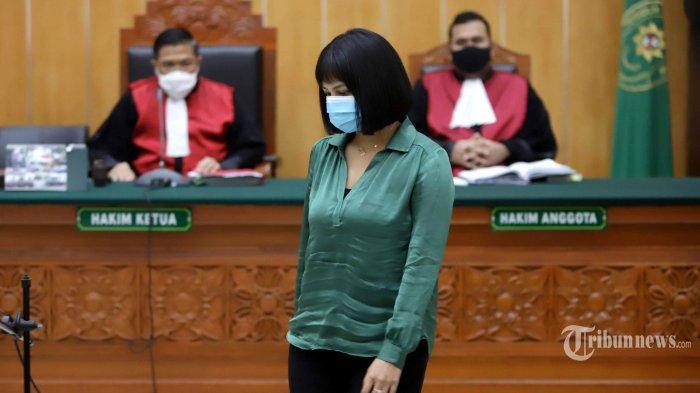 Vanessa Angel menjalani sidang di Pengadilan Negeri (PN) Jakarta Barat dengan agenda pembacaan tuntutan, Kamis (15/10/2020). Pada sidang tersebut, jaksa penuntut umum menuntut Vanessa Angel dengan hukuman 6 bulan penjara dan denda Rp 10 juta subsidair 3 bulan penjara karena kepemilikan 20 butir psikotropika jenis xanax. Tribunnews/Herudin