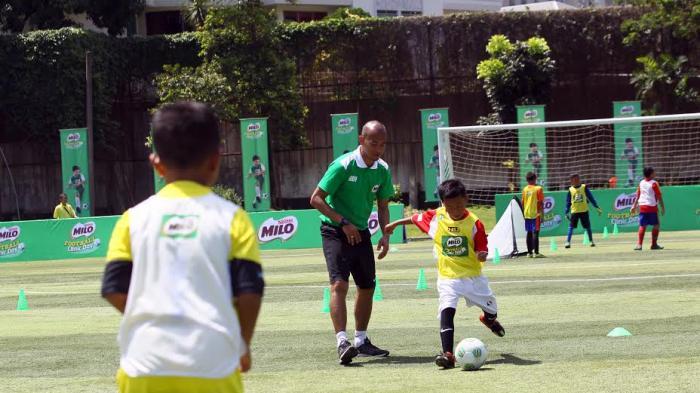 MILO Football Clinic Day Seri Kedua Latih 600 Siswa Sekolah Dasar Mengenai Teknik Dasar Sepak Bola
