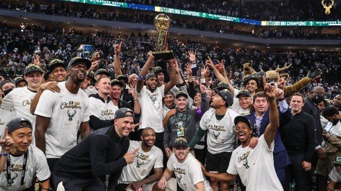 Milwaukee Bucks berselebrasi memenangkan Final NBA 2021