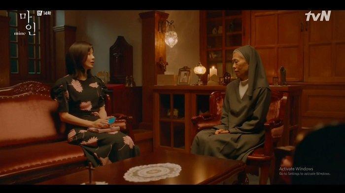 Seo Hi Soo pergi menemui Suster Emma untuk menanyakan soal Han Ji Yong.