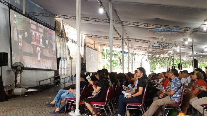 Misa Kedua, Jemaat Gereja Katedral Jakarta Terpantau Khusyuk Ibadah