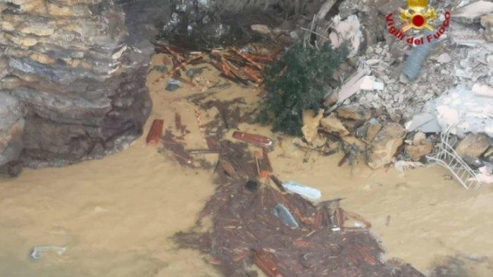 200 Peti Mati Jatuh ke Laut karena Makam Longsor di Italia, Beberapa Hancur saat Terbentur Air
