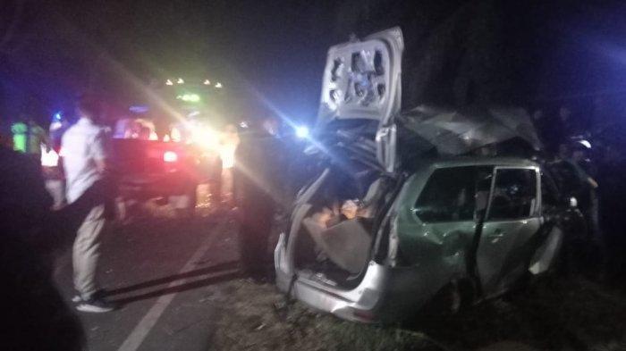Mobil minibus Toyota Avanza BK 1697 QV rusak parah usai tabrakan dengan Bus Intra, Minggu (21/2/2021) malam sekitar pukul 20.30 WIB.