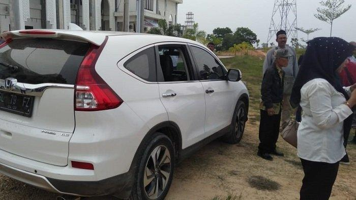 Mobil Caleg DPR RI Zainal Abidin Dipecahkan Kacanya, Uang Rp 200 Juta Raib
