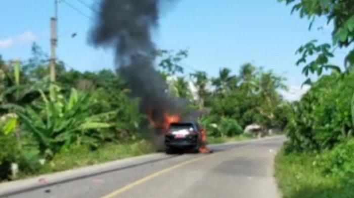 Mobil Dinas Milik Pj Sekda Muara Enim Terbakar Usai Ditabrak Sepeda Motor, Tak Ada Korban Jiwa