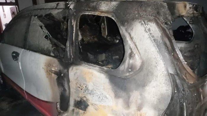 Mobil Avanza milik Fajar di Desa Patoloan, Kecamatan Bone-bone, Kabupaten Luwu Utara, Sulawesi Selatan, dibakar OTK, Jumat (11/12/2020) dini hari.