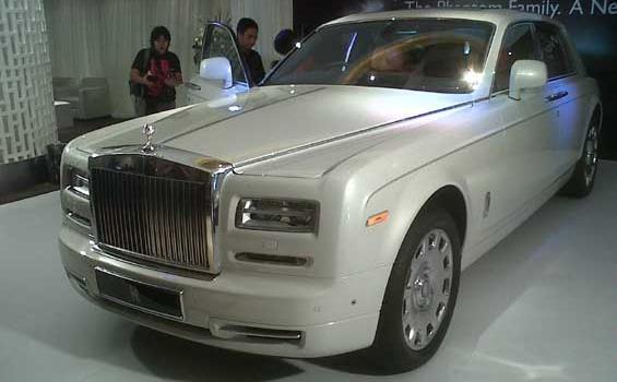 mobil Roll Royce Phantom Seri II
