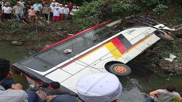 Bus Rombongan OPD Pemkab Agam Masuk Jurang, 3 Orang Tewas Termasuk Kadis Kominfo dan Kadis Perindag