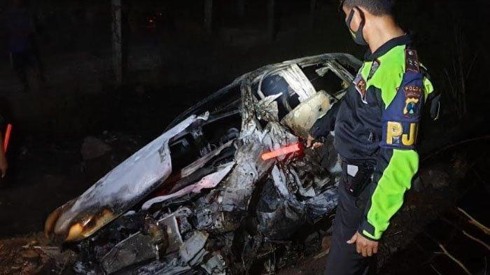 Mobil Terbakar Usai Tabrakan Beruntun di Tol Malang-Surabaya, Seorang Korban Tewas