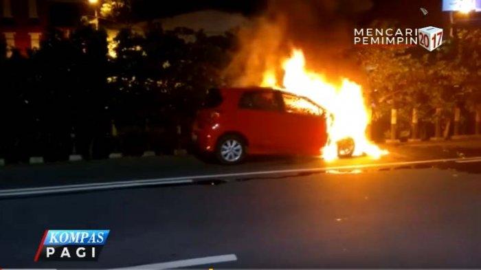 Dua Mobil Terbakar di Pecenongan Diduga Dimolotov