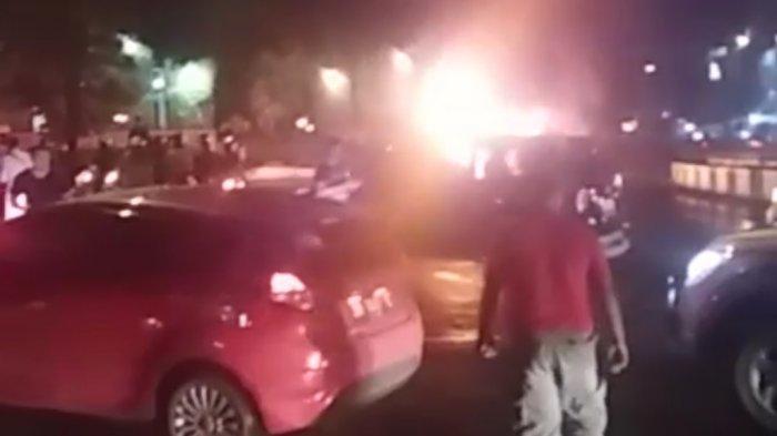 Xenia Terbakar di Bundaran Simpang Empat Banjarbaru, Begini Nasib Pengemudinya