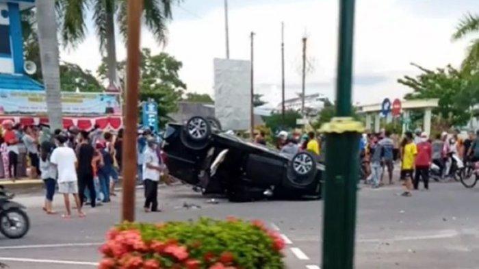 Fortuner Tabrak Xpander sampai Terbalik di Depan Pos Polisi, Sopir Kabur Lewat Kompleks TNI AU