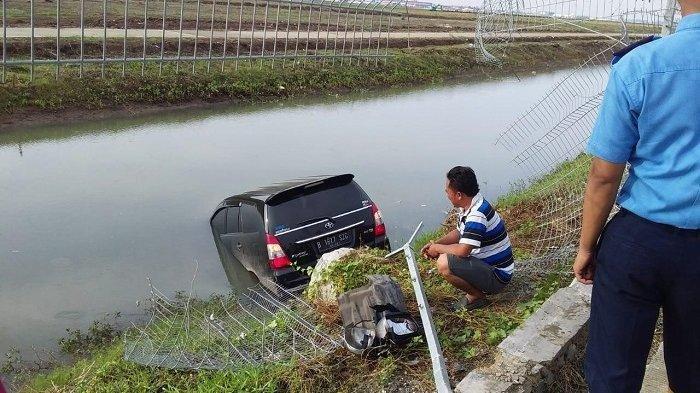 Diduga Pengemudinya Tak Konsentrasi, Mobil Nyebur ke Sungai di Area Bandara Soekarno-Hatta