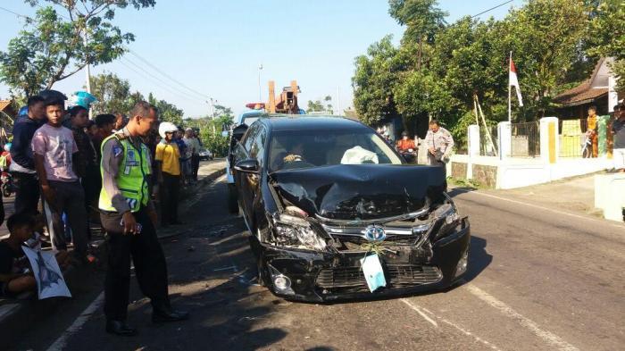 Mobil Wali Kota Pekalongan Diseruduk Truk di Salatiga, Bodi Mobil Depan dan Belakang Ringsek