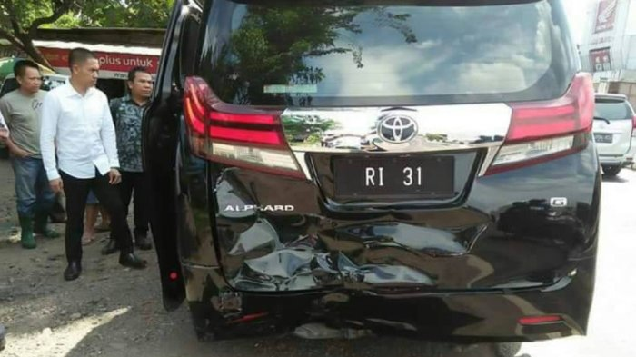 BREAKING NEWS: Mobil Menteri Ketenagakerjaan Hanif Dhakiri Tabrakan Beruntun