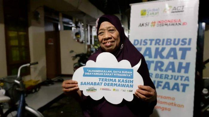 Berzakat Tanpa Keluar Rumah lewat Zakat Care Line Ala Global-Zakat ACT