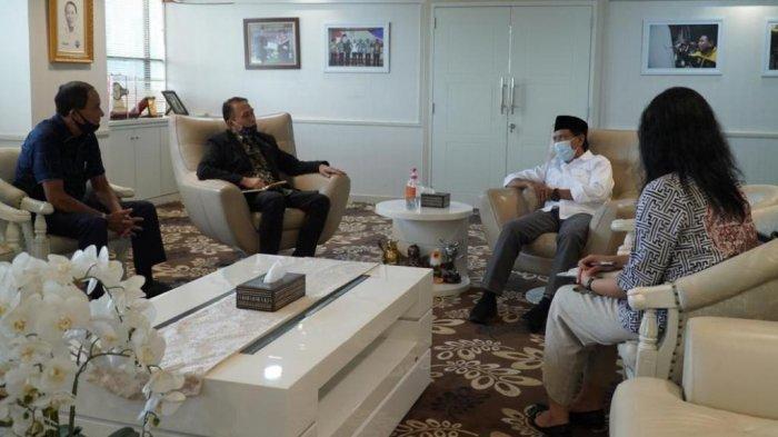 Ketua Umum PSSI, Mochamad Iriawan saat menemui Menpora, Zainudin Amali di kantor Kementerian Pemuda dan Olahraga, Senayan, Jakarta, Jumat (22/5/2020).