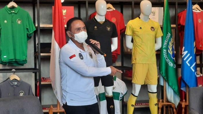 Ketua Umum PSSI, Mochamad Iriawan saat menjelaskan filosofi jersey ketiga Timnas Indonesia di Garuda Store, GBK, Senayan, Jakarta, Selasa (17/11/2020).