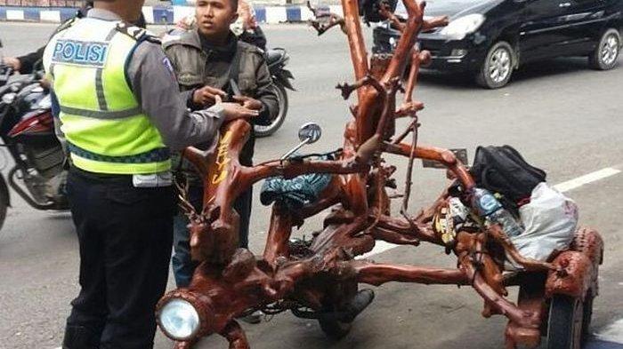 Wow, Kreatif Baget Modifikasi Motor dari Dahan Pohon, Tapi Begini Nasibnya di Tangan Polisi