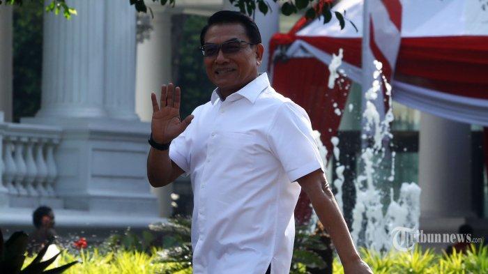 Mantan Kepala Staf Kepresidenan, Moeldoko tiba di Kompleks Istana Kepresidenan, Jakarta Pusat, Selasa (22/10/2019). Sesuai rencana, Presiden Joko Widodo memperkenalkan jajaran kabinet barunya kepada publik mulai Senin (21/10/2019), usai Jokowi dilantik pada Minggu (20/10/2019) kemarin untuk masa jabatan periode 2019-2024 bersama Wakil Presiden Ma'ruf Amin. Tribunnews/Irwan Rismawan