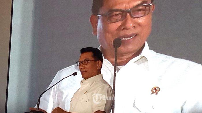 Kepala Staf Kepresidenan Indonesia Jenderal TNI (Purn.) Dr. H. Moeldoko, memberi sambutan saat menghadiri HUT Perum PPD ke-65, Senin (22/7/2019) yang berlangsung di Kantor Perum PPD, Ciputat. Dalam sambutannya dihadapan ratusan karyawan yang hadir Moeldoko memberi ucapan selamat kepada Perum PPD ke-65. TRIBUNNEWS.COM/FX ISMANTO