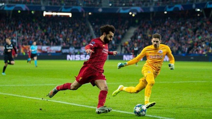 Mohammad Salah mencoba melewati Kiper Salzburg, Stankovic (@liverpoolfc)
