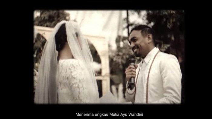 Momen pernikahan Glenn Fredly dan Mutia Ayu dalam video clip single 'Itu Saja'.