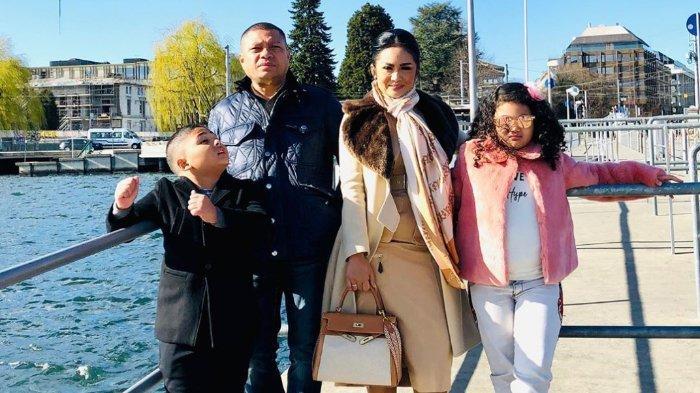 Momen Liburan Krisdayanti dan Raul Lemos serta keluarga di tengah pandemi Corona.