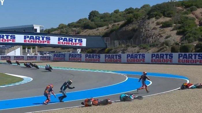 Mengerikan, Leher Pebalap Turki Nyaris Terpotong Saat Crash di Balapan Moto3 Spanyol 2021