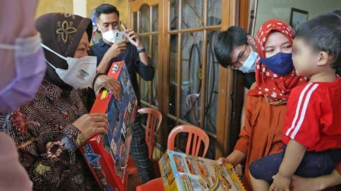 Momen Risma Hibur Anak dari Lettu Imam Adi Aji Korban KRI Nanggala 402, Bawakan Mainan