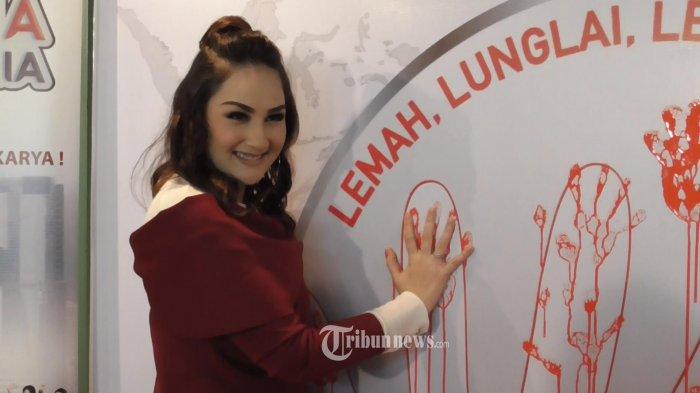 Unggah Foto Lawas, Mona Ratuliu Ketika Remaja Dinilai Mirip Nike Ardila