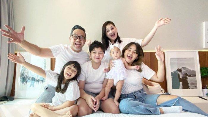 Bekerja dari Rumah, Mona Ratuliu Beri Tips Mengelola Emosi untuk Para Ibu