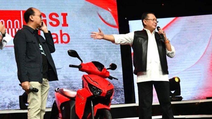 Motor listrik yang bertanda tangan Presiden Joko Widodo saat dilelang dan telah dibeli dengan harga Rp 2,55 miliar