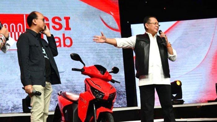 Putra Bungsu Hary Tanoe Menangkan Lelang Motor Listrik Bertanda Tangan Jokowi