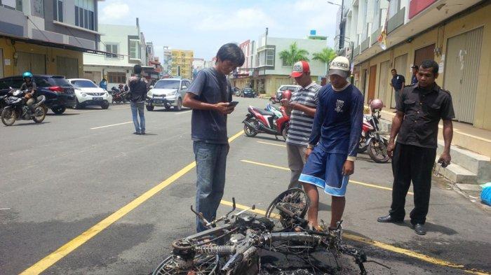 Usai Bakar Motornya Sendiri, Muhamad Ramani Dibawa ke Polsek