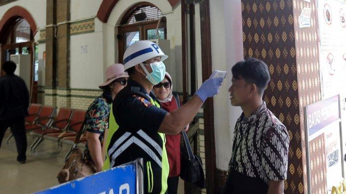 Wali Kota Semarang menginformasikan peningkatan pergerakan masyarakat, dari DKI Jakarta menuju ke arah Jawa Tengah dan Jawa Timur melalui jalur darat, Minggu (4/5/2020). Meskipun ada pengecekan suhu tubuh pada beberapa posko kesehatan di sepanjangjalur yang dilewati, Wali Kota mengingatkan COVID-19 dapat dibawa seseorang tanpa gejala.