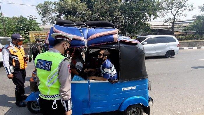Naik Bajaj Mudik ke Banyumas, Darso Diberhentikan Petugas di Pantura Bekasi