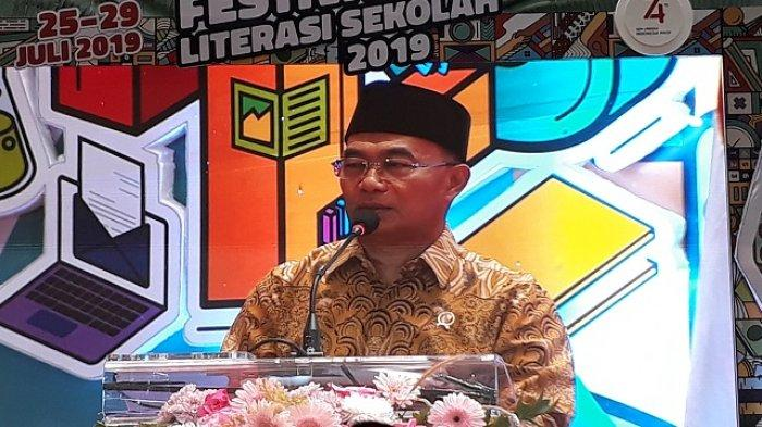 Menteri Pendidikan dan Kebudayaan RI (Mendikbud) Muhajir Effendy saat membuka langsung Festival Literasi Sekolah (FLS) yang ketiga, Jumat (26/7/2019) di Kompleks Kemendikbud, Jakarta