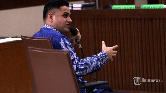 Mantan Bendahara Umum Partai Demokrat Muhammad Nazaruddin memberikan kesaksian dalam sidang kasus korupsi proyek pembangunan Pusat Pendidikan dan Sekolah Olahraga Nasional (P3SON) Hambalang, Bogor, Jawa Barat dengan terdakwa Andi Zulkarnaen Mallarangeng alias Choel Mallarangeng di Pengadilan Tipikor, Jalan  Bunggur, Jakarta Pusat, Senin (29/5). Sidang tersebut beragendakan pemeriksaan saksi yaitu Muhammad Nazaruddin yang juga merupakan terpidana kasus tersebut.