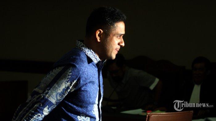 Mantan Bendahara Umum Partai Demokrat Muhammad Nazaruddin saat memberikan kesaksian dalam sidang kasus korupsi proyek pembangunan Pusat Pendidikan dan Sekolah Olahraga Nasional (P3SON) Hambalang, di Pengadilan Tipikor, Jalan Bunggur, Jakarta Pusat, Senin (29/5)