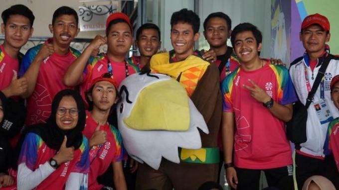 Suka-Duka Menjadi Sosok di Balik Kostum Maskot Momo di Arena Catur Asian Para Games