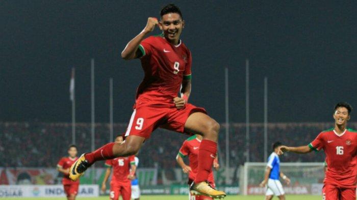 Muhammad Rafli Mursalim melakukan selebrasi di laga timnas U-19 Indonesia kontra Singapura, Selasa (3/7/2018).