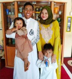 Muhammad Toha bersama keluarganya