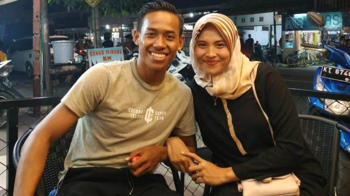 Muhammad Toha (kiri) bersama sang istri