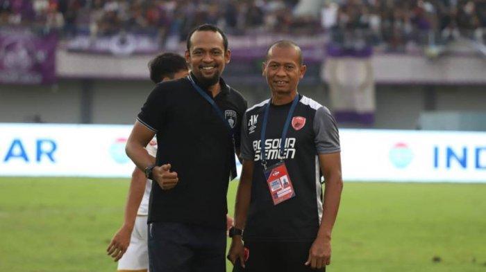 Mukti Ali Raja (kiri), pelatih kiper Persita Tangerang bersama Hendro Kartiko (kanan) saat menjadi pelatih kiper PSM