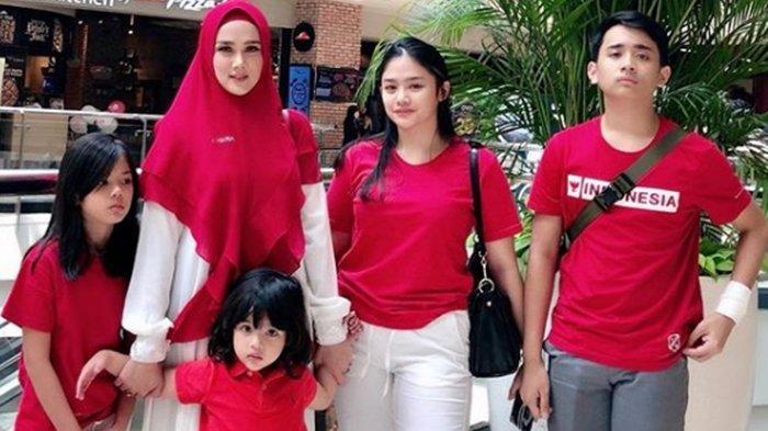 Mulan Jameela unggah foto bareng 4 anaknya