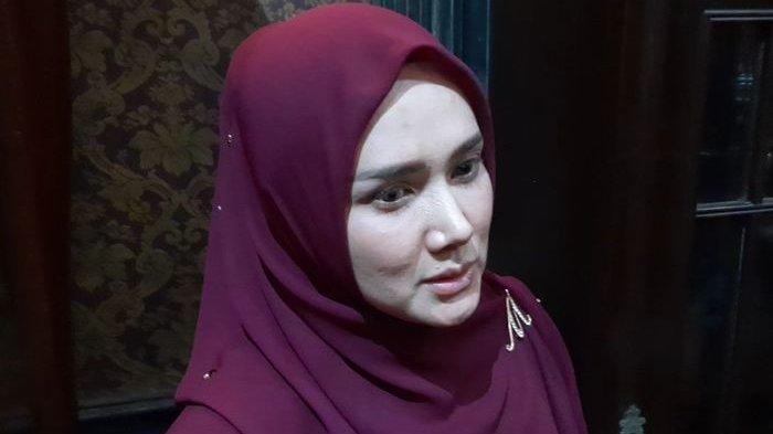 Mulan Jameela saat ditemuidi kawasan Pinang Mas, Jakarta Selatan, Jumat (17/1/2020).