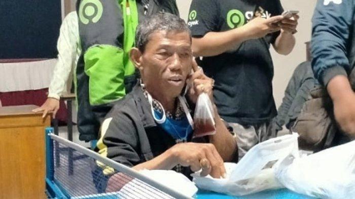 Driver Ojol 59 Tahun Kena Tipu, Antar Pelanggan Banyumas-Solo Hanya Ditinggali Sandal