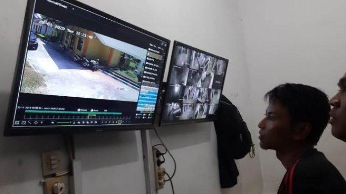 Maling Curi 5 Sepatu di Musala di DPRD Deliserdang, yang Dicuri Milik 2 Anggota DPRD